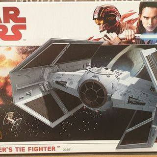 Star Wars Darth Vader Tie Fighter  Kitset 1/72 Revell Level 5 High Detail