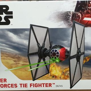 Star Wars First Order Special Forces Tie Fighter Kitset 1/35 Revell Level 3
