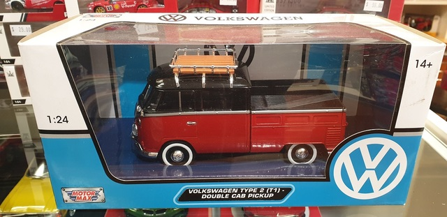 VW Volkswagon Type 2 T1 Combi Double Cab Pickup Red Diecast 1/24 Motor Max