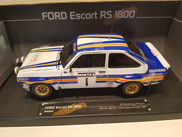 Ford Escort RS1800 1981 Mintex Rally Winner Rothmans Arikkala 1/18 Sunstar